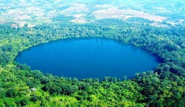 Lac volcanique  1