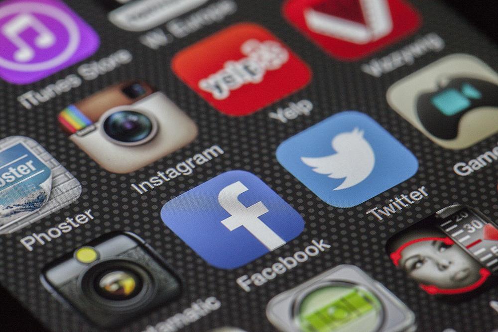 article 1 réseaux sociaux