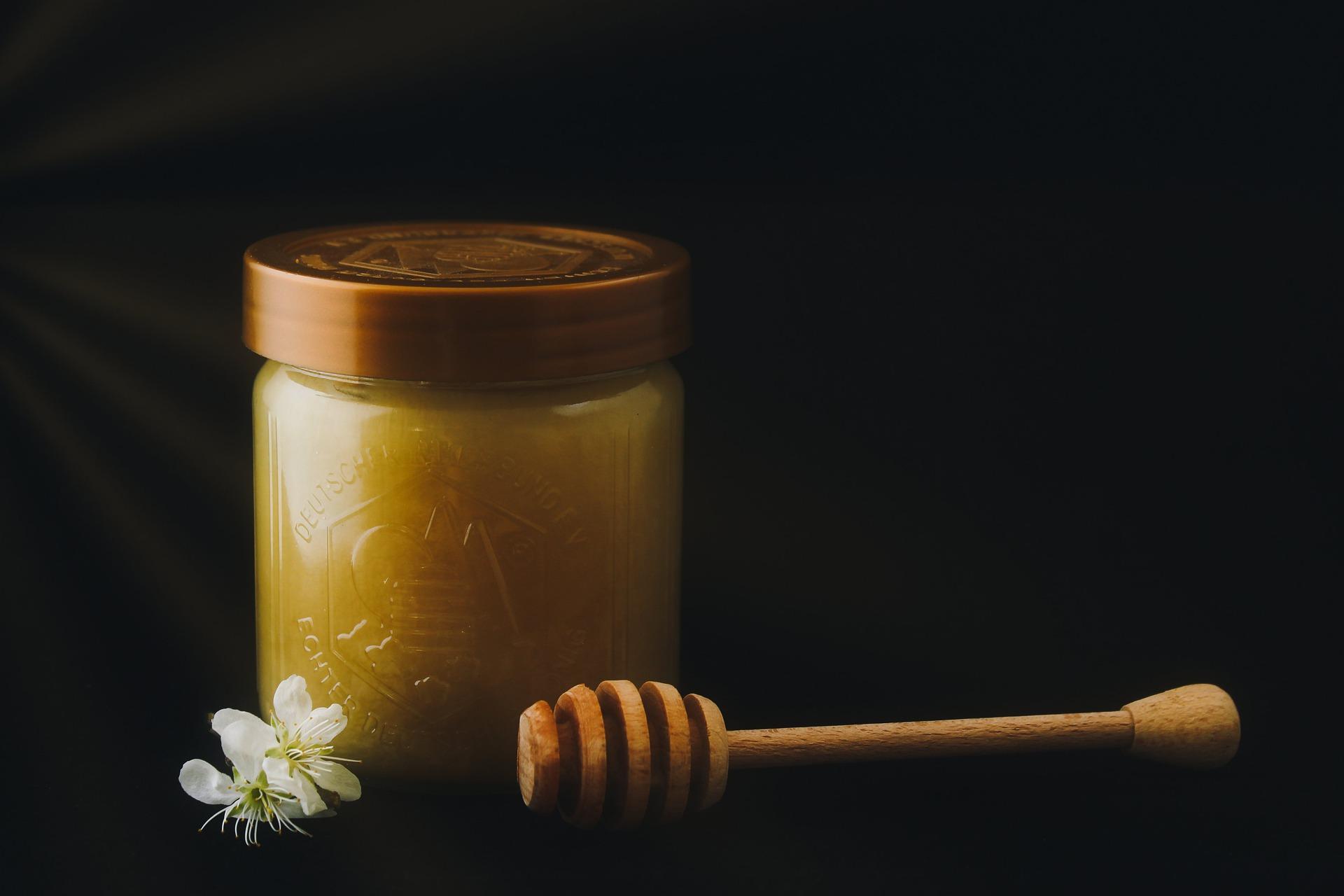 honey-5043708_1920
